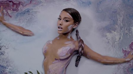 Ariana Grande - God is a woman (2018)